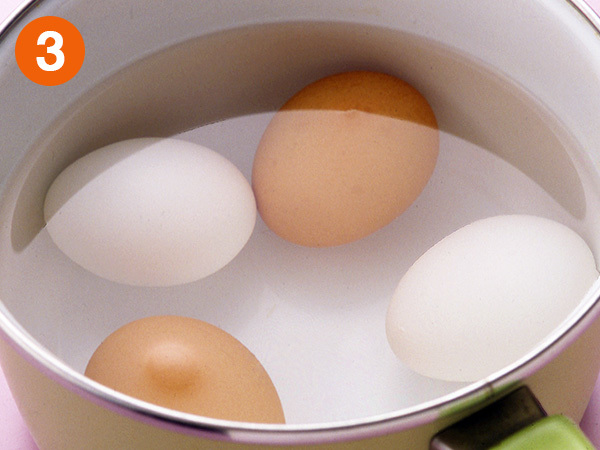 ゆで卵を作る(冷水にとる)