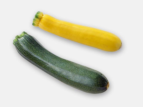 ズッキーニは緑色のものに加え、やや小ぶりな黄色の品種もある。