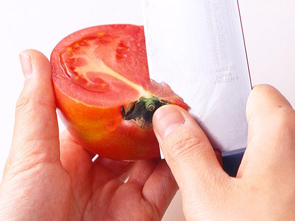 トマトのへたの取り方(切り分ける場合)