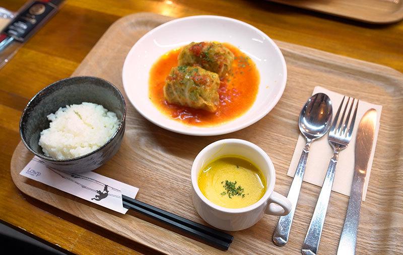 できたてのロールキャベツと炊きたてのごはん、「ヘルシーシェフ」で作ったカボチャスープ