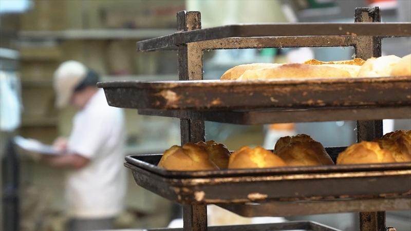 雑色商店街のパン屋「リヨンクローバー」パンの焼き上がり