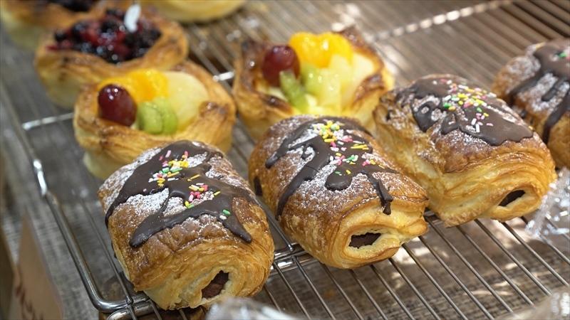 雑色商店街のパン屋「リヨンクローバー」の菓子パン