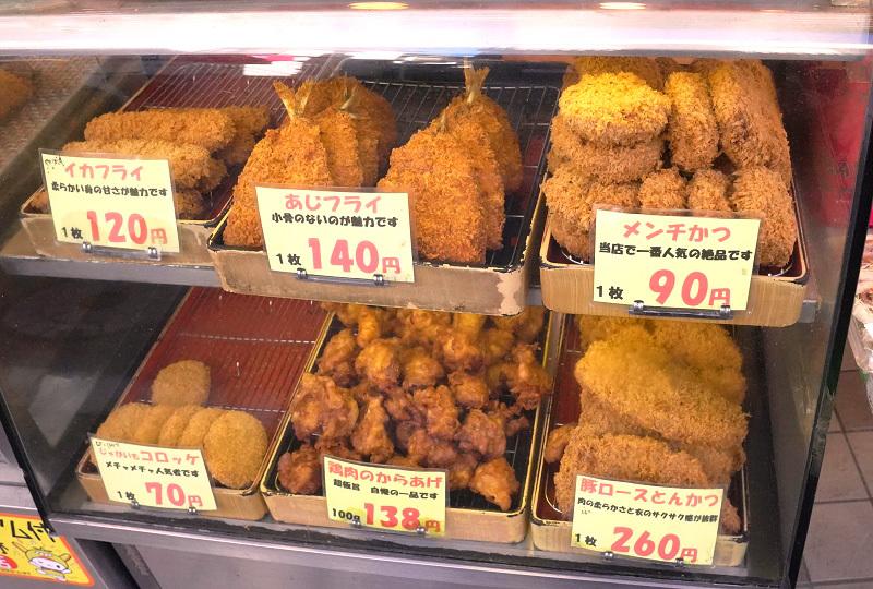 雑色商店街の精肉・デリカ店「肉のミゾグチ」揚げ物のショーケース