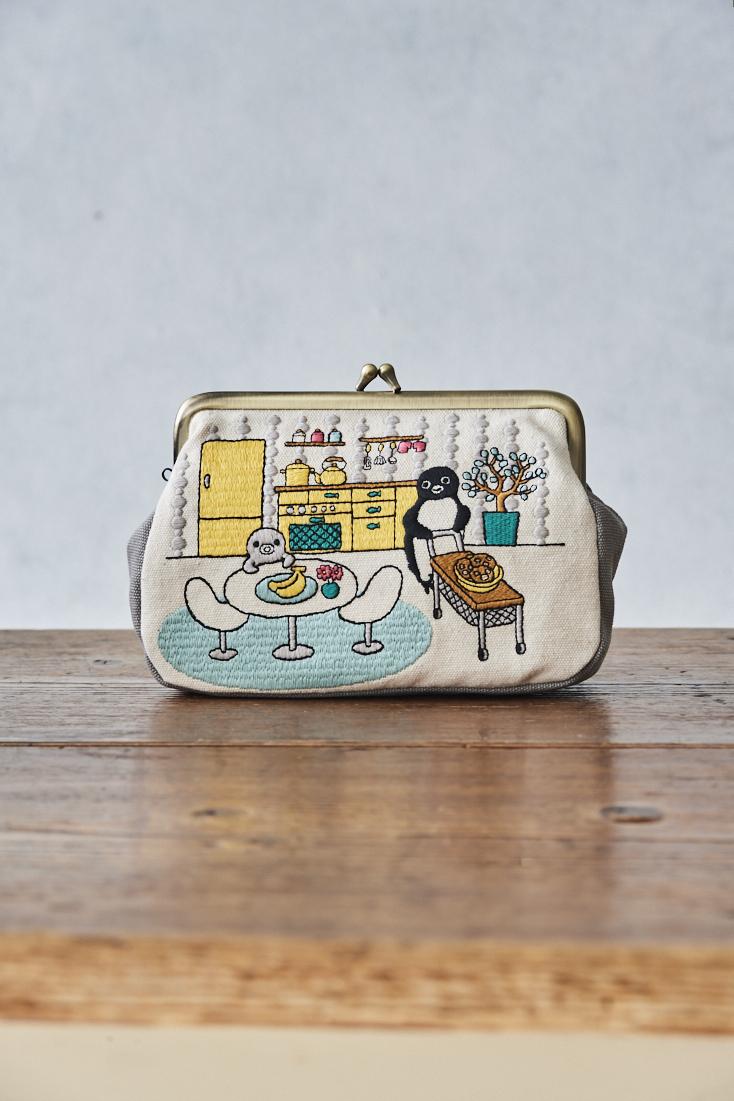 大人かわいい「Suicaのペンギン 刺繍ポーチ」が新登場!