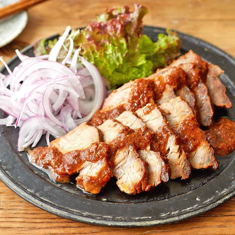 【レシピ】レンジで作るはちみつみそチャーシュウが、まるで焼いたように香ばしい!