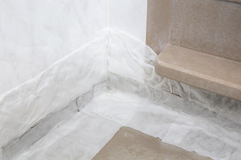 【浴室床のカビ退治・予防】パック掃除+50℃シャワーがてきめん!