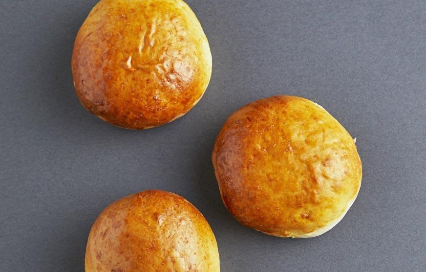 ホットケーキミックスに「ゆでうどん」を練りこんだら、もちもち絶品パンができた!