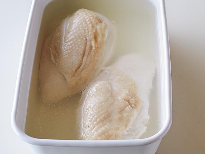 ゆで鶏は『炭酸オイル』でしっとり柔らかくなる!