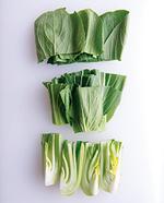 青梗菜は長さを3等分に切り、根元は縦4等分に切る。豚肉は長さ4cmに切る。豚肉は長さ4cmに切る。みそだれの材料を混ぜる。  ☆ポイント 青梗菜は香りと食感のよさが魅力なので、根元はあえて縦4等分くらいの大ぶりに切るのがおすすめ。食感が引き立ち、ボリューム感もアップします。