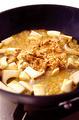 フライパンにオリーブオイルを中火で熱し、エリンギを炒める。しんなりしたら1のツナを加えて炒め合わせる。スパゲティがゆで上がったらざるに上げ、湯をきってからフライパンに加える。ツナを全体にからめ、黒すりごまを散らしてさっと混ぜる。器に盛り、水菜をのせる。