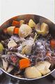 みりん大さじ2、砂糖大さじ1を加え、ふたをして火を弱め、10分ほど煮る。