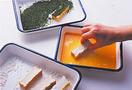 厚揚げの切り口に小麦粉をまぶし、卵液、青のりの順にころもをつける。フライパンにごま油大さじ1を中火で熱し、厚揚げを入れて2分焼き、裏返してさらに2分焼く。皿に盛ってたれをかけ、ラディッシュを添える。