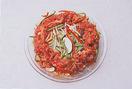 春雨はキッチンばさみで食べやすい長さに切って、さっと水にくぐらせ、耐熱皿に広げる。1の野菜ともやしを、さっと合わせて平らにのせる。さらに、中央をあけて牛肉をのせる。ふんわりとラップをかけ、電子レンジ(600W使用)で7分ほど加熱する。取り出して、汁けを春雨にからめながら、全体を混ぜる。