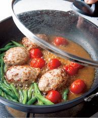 プチトマト、いんげんと、酒大さじ2を加えてふたをし、4分ほど蒸し煮にする。トマトから汁けが出てきたらみそだれを加えて混ぜ、再びふたをして2~3分蒸し煮にする。器に盛り、たれをかける。