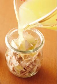 【1】の保存容器にまぐろを詰め、ひたひたになる程度に漬け汁を加える。冷蔵庫で10日間くらい保存可能。