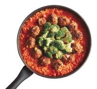 ブロッコリーをミートボールの内側に並べ入れ、ふたをしてさらに5分ほど炊く。ピザ用チーズをバランスよく散らして火を止め、ふたをして5分ほど蒸らす。