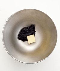 ボールにのりのつくだ煮、バターを入れ、混ぜる。