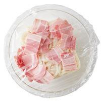 冷凍うどんは袋から出し、耐熱のボールに入れる。ベーコンをのせ、ラップをかけて袋の表示どおりに電子レンジで加熱。