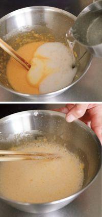 フリットごろもを作る。ボールに卵を割り入れてよく溶き、小麦粉、片栗粉、フレーバーの材料を加えてだまがなくなるまでしっかり混ぜる。炭酸水を加えてさっと混ぜたら、ころもの完成。