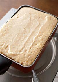 薄くサラダ油を塗った卵焼き器に、【4】を流し入れて平らにならす。ごく弱火で18~20分焼く。