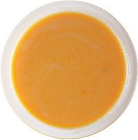 【1】に卵を割り入れてしっかりと混ぜ合わせる。牛乳を少量ずつ加え、まんべんなく混ぜる。