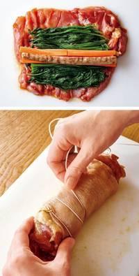 鶏肉1枚を保存袋から出して汁けをきり、横長に置く。中央よりやや手前にほうれん草の1/2量を幅10cm程度に広げてのせ、にんじん、ごぼうの各1/2量を互い違いに並べる。鶏の皮で肉全体をおおうように広げながら、手前から巻く。たこ糸を巻きつけてしっかりと固定する。もう1枚も同様にする。