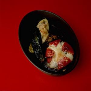 えびのクリームグラタントマト詰め