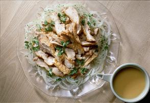 チキンソテーと玉ねぎの辛子ドレッシング
