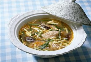 鶏手羽先の韓国風酢味スープ