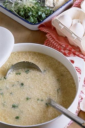 卵入り鶏ひき肉スープ