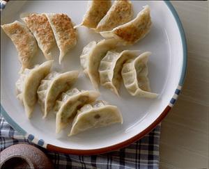 白菜、春雨、しいたけの焼き餃子