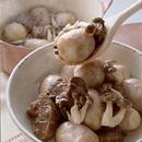 牛シチュー用肉と里いも、しめじのスープ煮