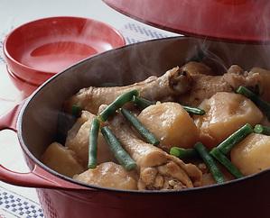 鶏骨つき肉とじゃがいも、いんげんのうま煮