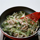 鶏ささ身とセロリの塩味炒め