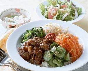 牛肉とゆで野菜のビビンバ丼