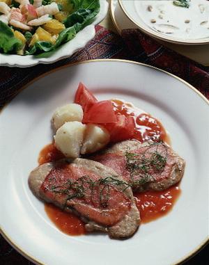 豚ヒレ肉のベーコンのせソテー