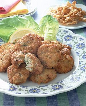 鶏肉のにんにく揚げ&鶏皮のカリカリ揚げ