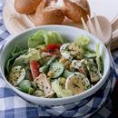 野菜とツナ、ゆで卵のサラダ