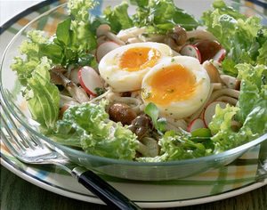 きのことゆで卵のサラダ