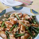 鶏のささ身とナッツの炒めもの