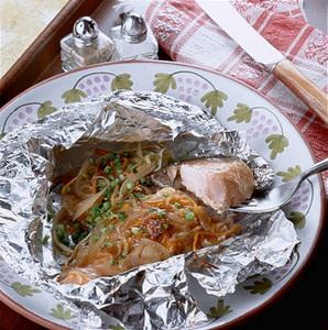 鮭と香味野菜のホイル焼き