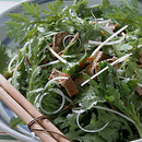 春菊とゆで牛肉のサラダ