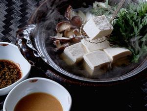 ごまとみそだれ湯豆腐