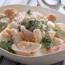 ソーセージ、ゆで卵のケチャップソースポテトサラダ