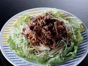 牛肉の甘辛炒めサラダ風