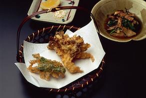 まいたけとしし唐辛子の天ぷら