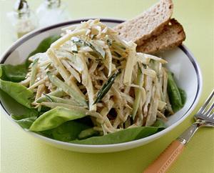 チーズ、きゅうり入りごぼうのごまマヨネーズサラダ