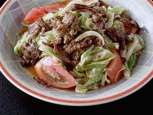焼き肉とキャベツのサラダ