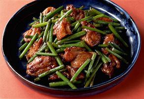 鶏肉とにんにくの茎の甘酢炒め
