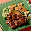 牛肉の串焼き野菜添え